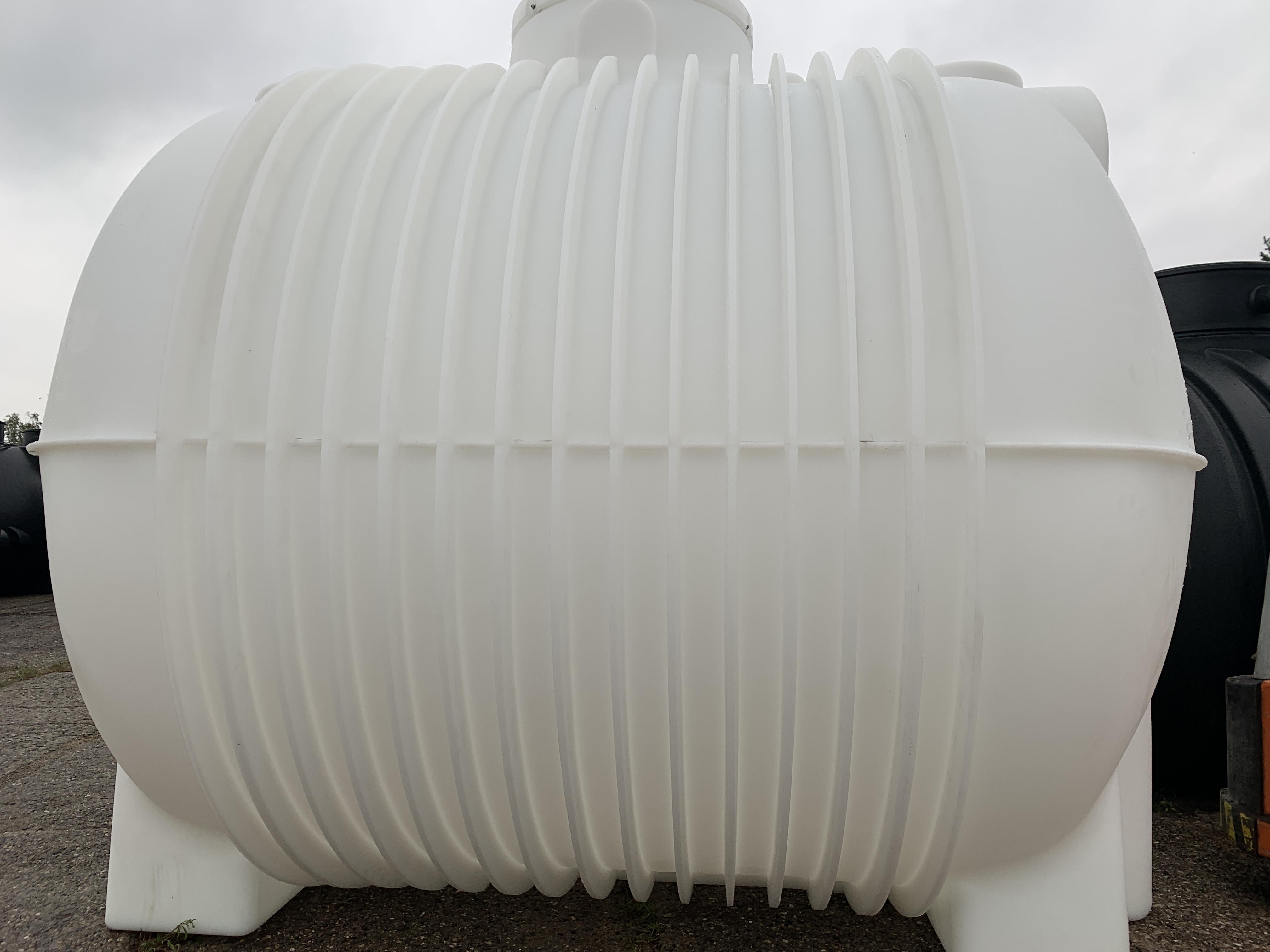 Plastová jímka Atlanta 10 000 litrů na pitnou vodu Vhodná na pitnou vodu.